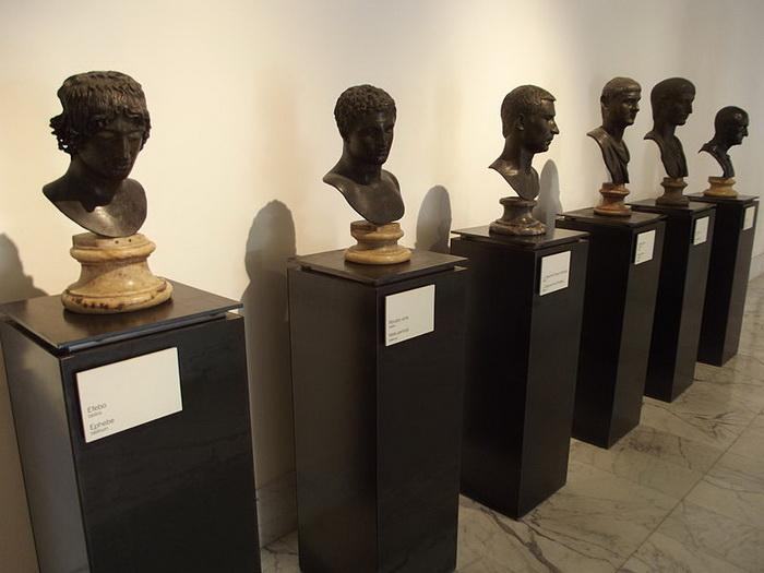 Бюсты Виллы папирусов в Национальном археологическом музее Неаполя